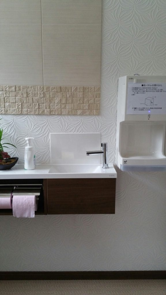 沖縄の2世帯住宅のリフォーム。トイレ施工3。