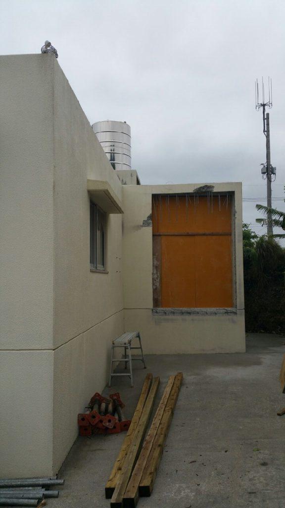 玄関の増築。施工中①