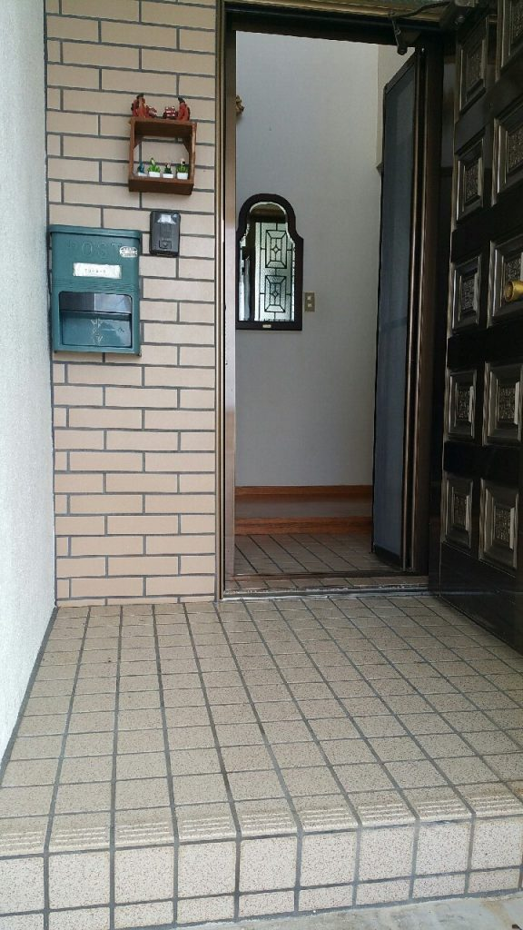 沖縄で玄関のリフォーム施工後 ③